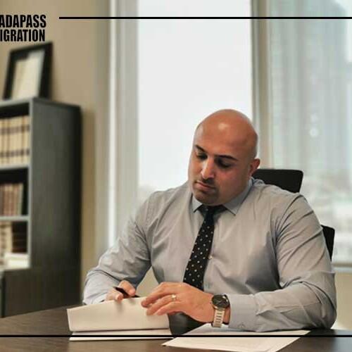 کاناداپاس - وکیل مهاجرت کانادا در تورنتو - بیوگرافی مهیار حلاج پور