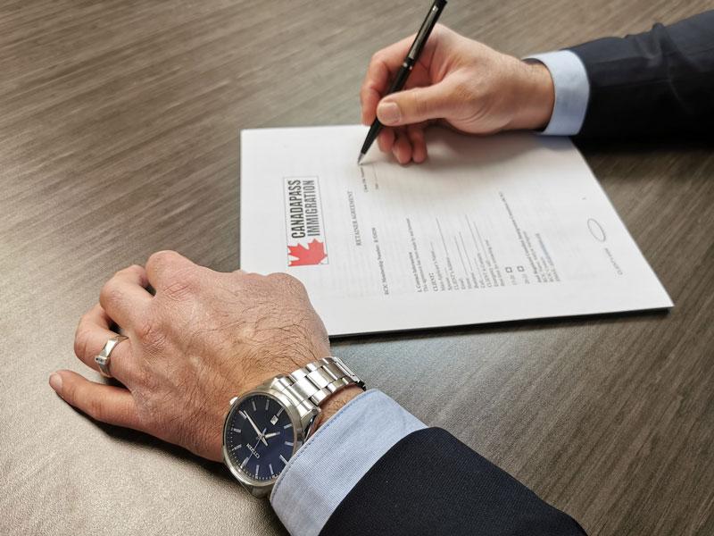 شرکت حقوقی مهاجرتی کاناداپاس- بهترین وکیل مهاجرت به کانادا -وکیل مهاجرت به کانادا - قرارداد