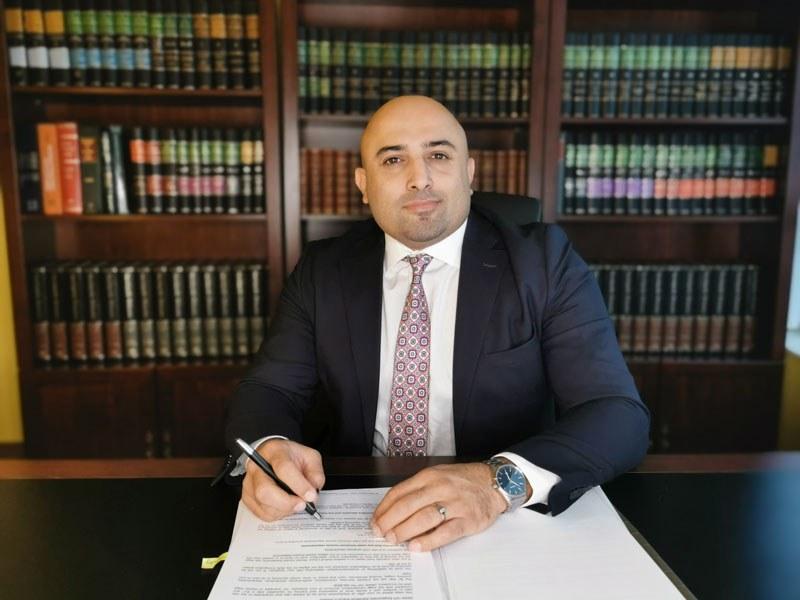 تصویر مهیار حلاج پور به عنوان وکیل مهاجرت به کانادا در تورنتو