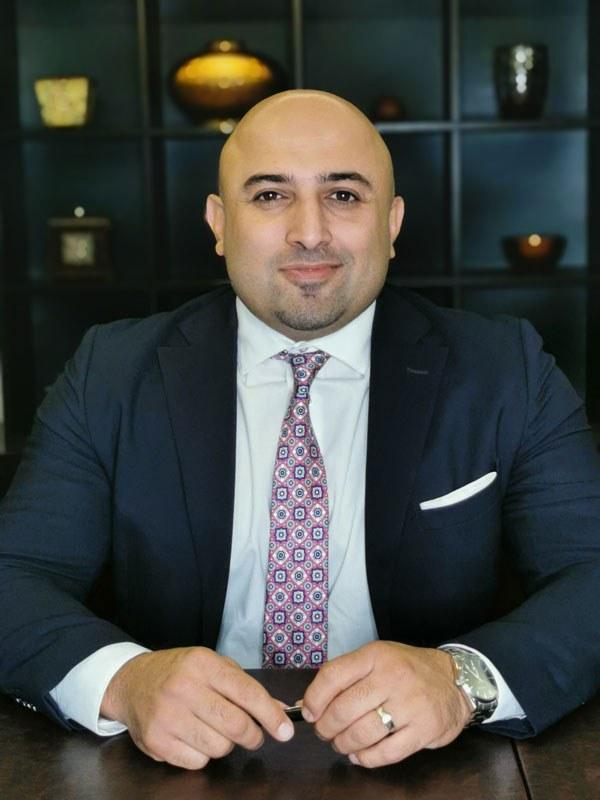 مهیار حلاج پور به عنوان بهترین وکیل مهاجرتی کانادا
